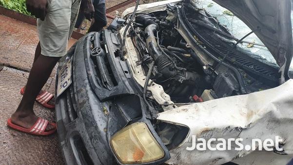 Damaged Toyota Townace 2000-4