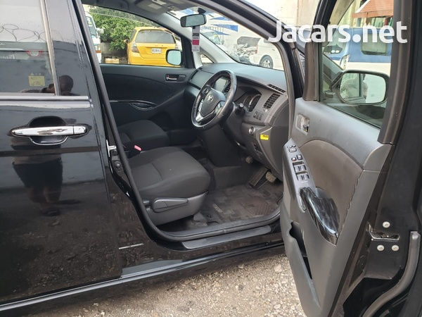 Toyota Isis 1,8L 2003-6