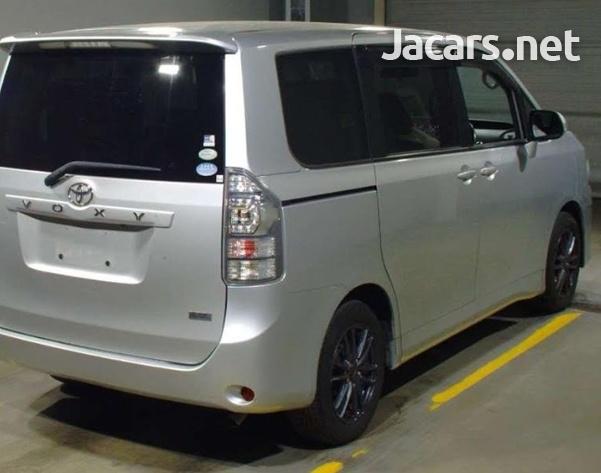 Toyota Voxy 1,7L 2011-2