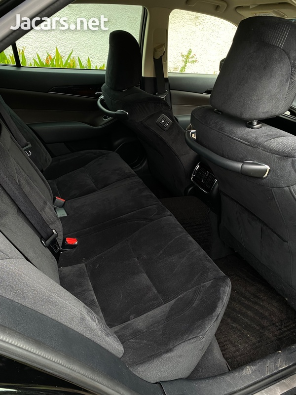 Toyota Crown 2,5L 2016-5