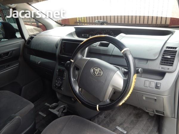 Toyota Voxy 1,9L 2009-5