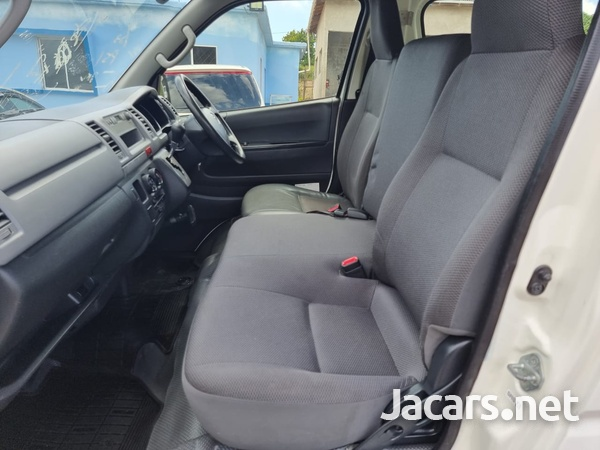 Toyota Hiace 2,0L 2013-5
