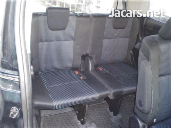 Toyota Voxy 2,0L 2015-14