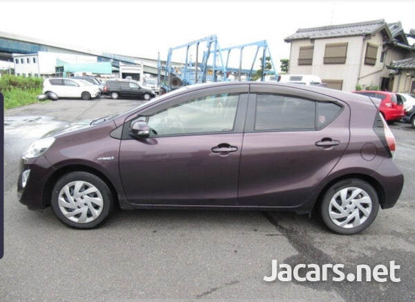 Toyota Aqua 1,5L 2015-6