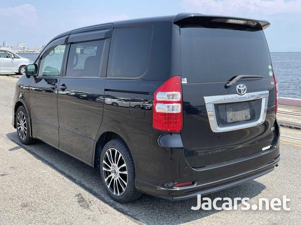 Toyota Noah 2,0L 2013-2