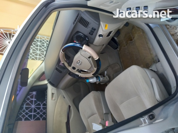 Toyota Isis 1,8L 2013-7