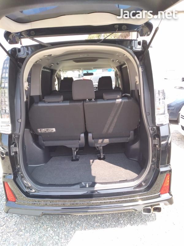 Toyota Voxy 2,0L 2014-5