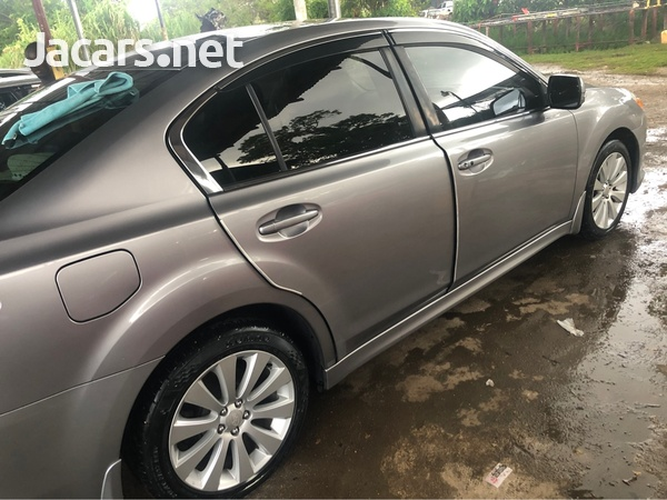 Subaru Legacy 2,5L 2010-1