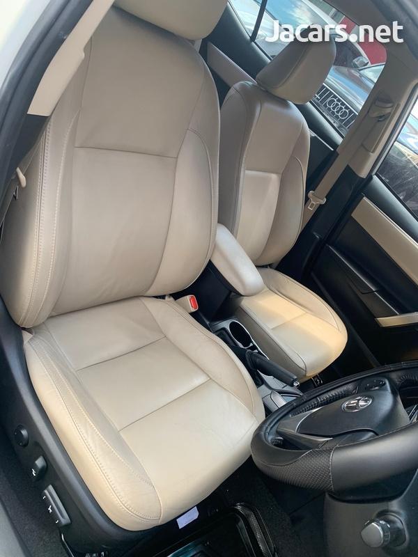 Toyota Corolla Altis 1,5L 2015-5