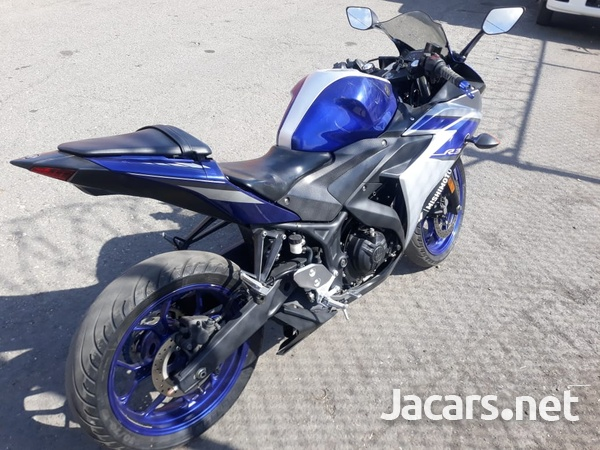 2015 Yamaha R3 Bike-4