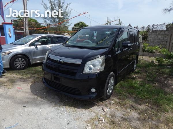 Toyota Noah 2,0L 2010-3