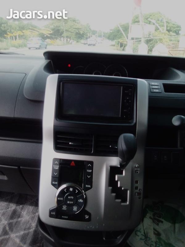 Toyota Voxy 1,8L 2011-7
