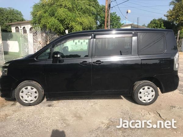 Toyota Voxy 2,0L 2010-11