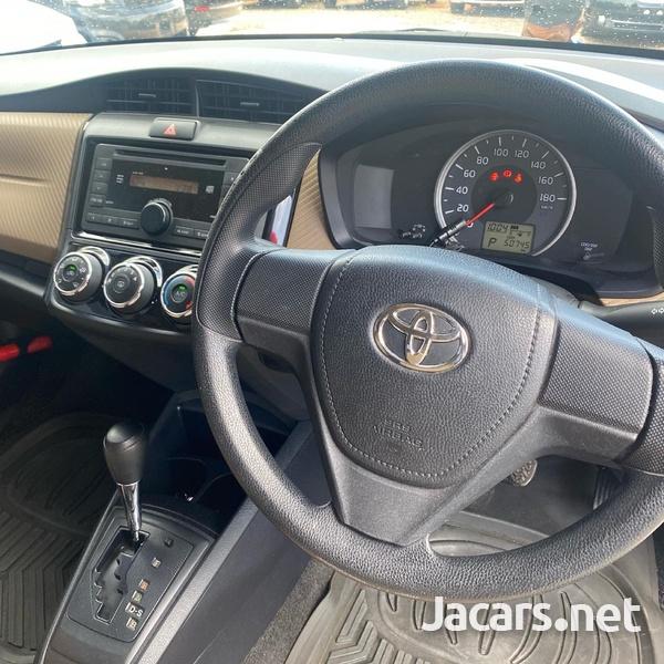 Toyota Axio 1,3L 2014-6