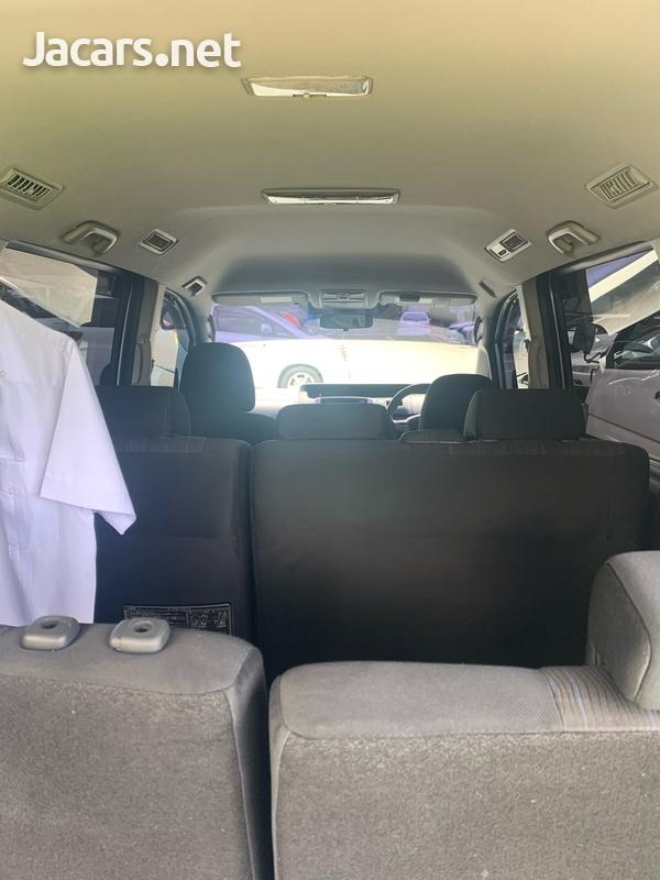 Toyota Voxy 2,0L 2010-13