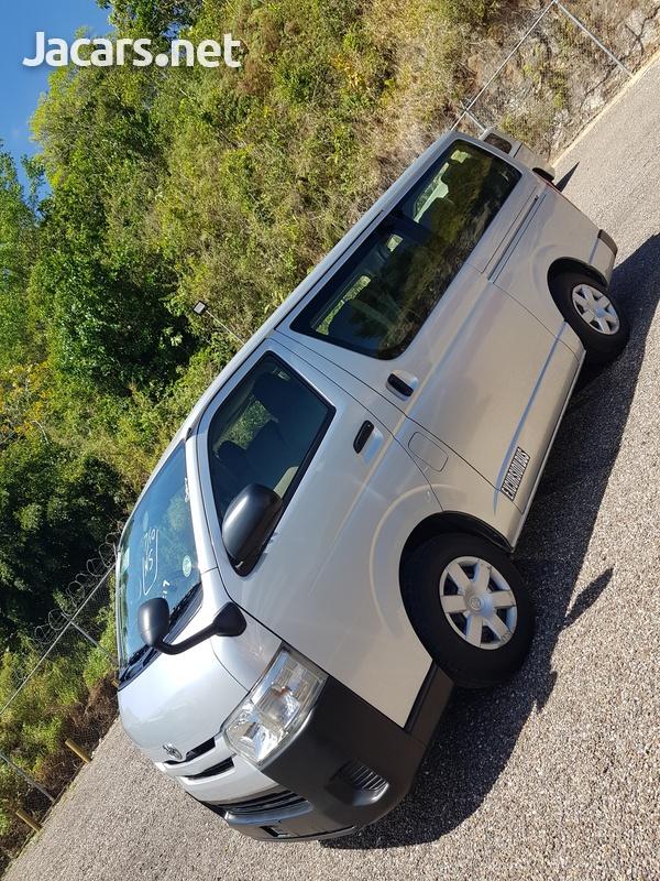 Toyota Hiace 3,0L 2014-7