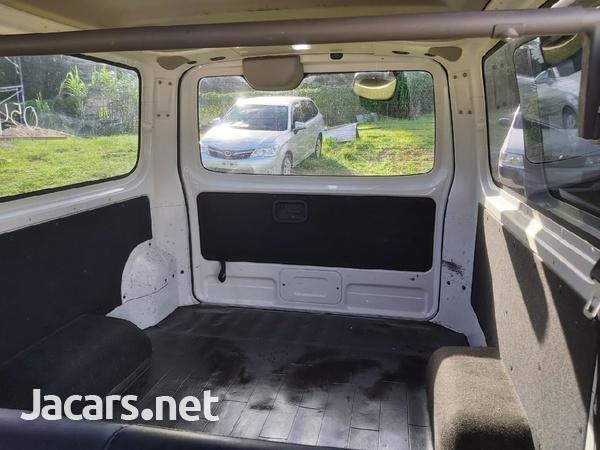 White 2013 Nissan Caravan-7
