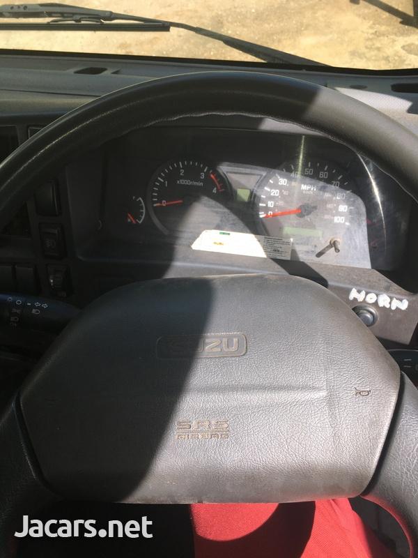 2011 Izuzu Truck-4