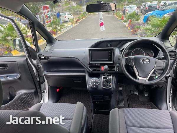 Toyota Voxy 2,0L 2016-9