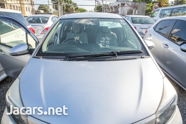Toyota Vitz 1,3L 2013-3