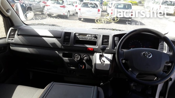 Toyota Hiace 2,7L 2015-7