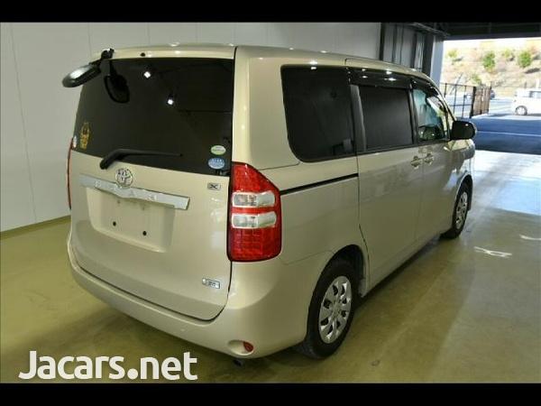 Toyota Noah 2,0L 2010-2