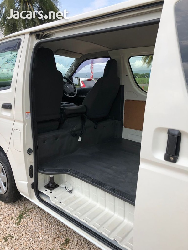 Toyota Hiace 3,0L 2016-6