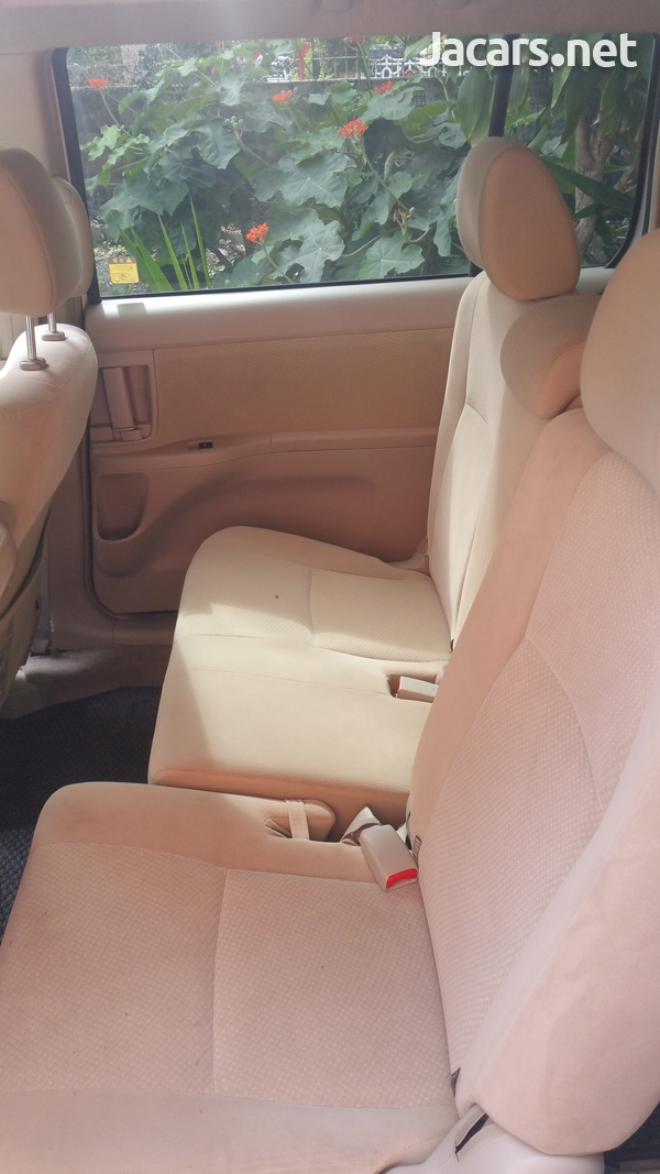 Toyota Isis 1,8L 2014-6