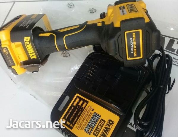DEWALT 20 Volt Impact Wrench-5