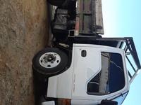 Working tipper truck
