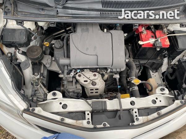 Toyota Vitz 1,0L 2014-7