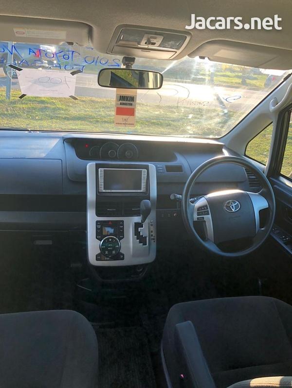 2010 Toyota Noah-5