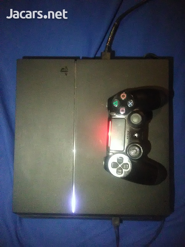 Ps4 pro with FIFA 21 installed-3