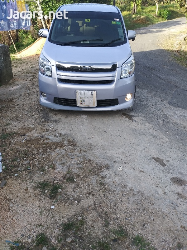 Toyota Noah 2,0L 2008-1