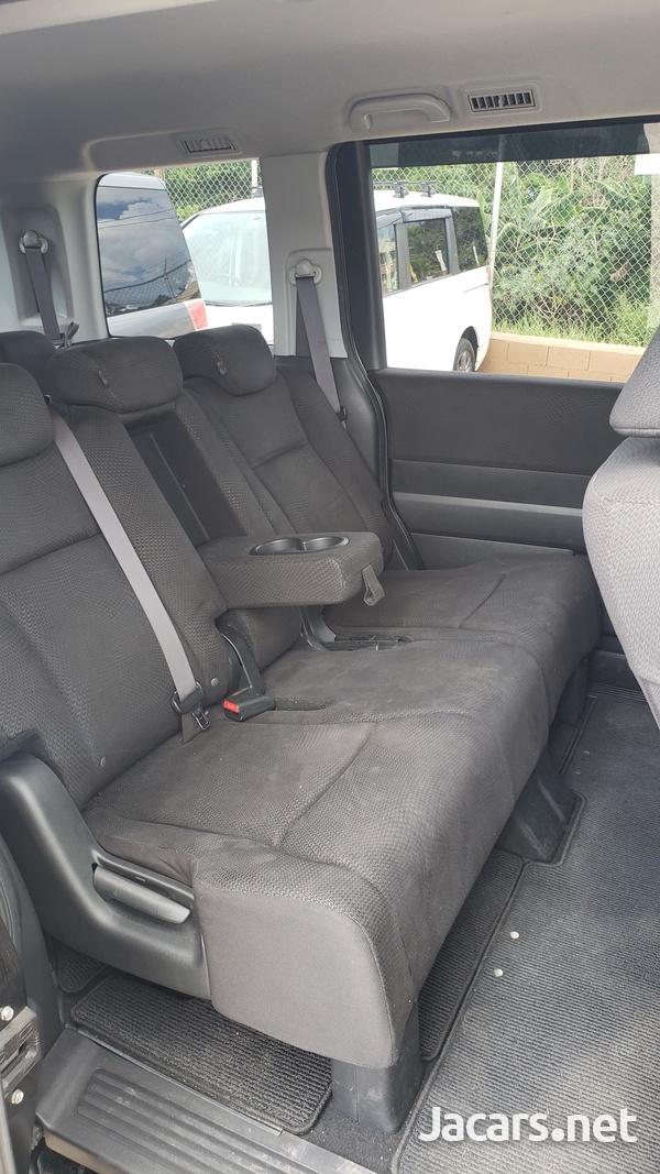 Honda Stepwgn Spada 2,0L 2012-4