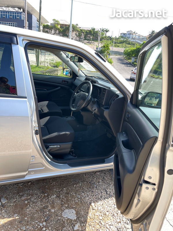 Toyota Probox 1,3L 2018-6