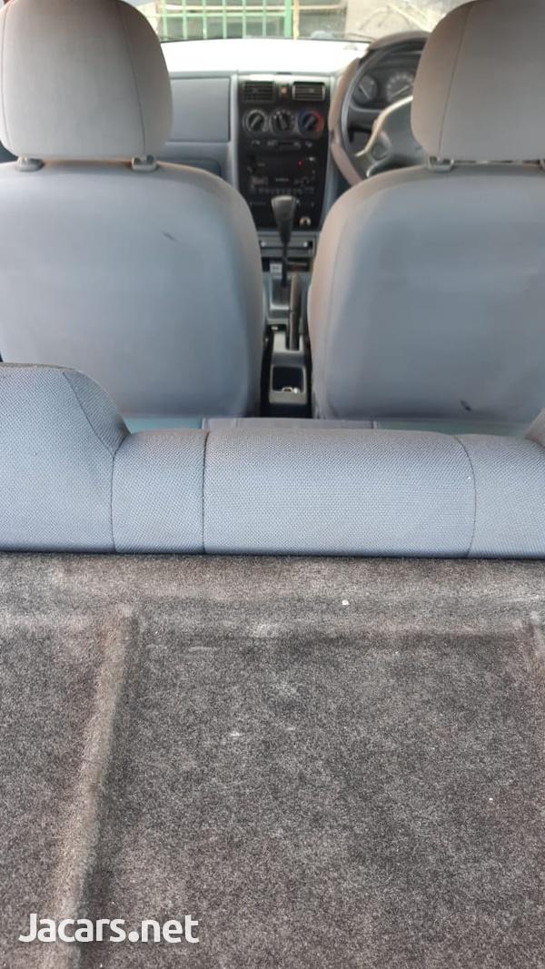 Daihatsu Sirion 1,0L 2003-6