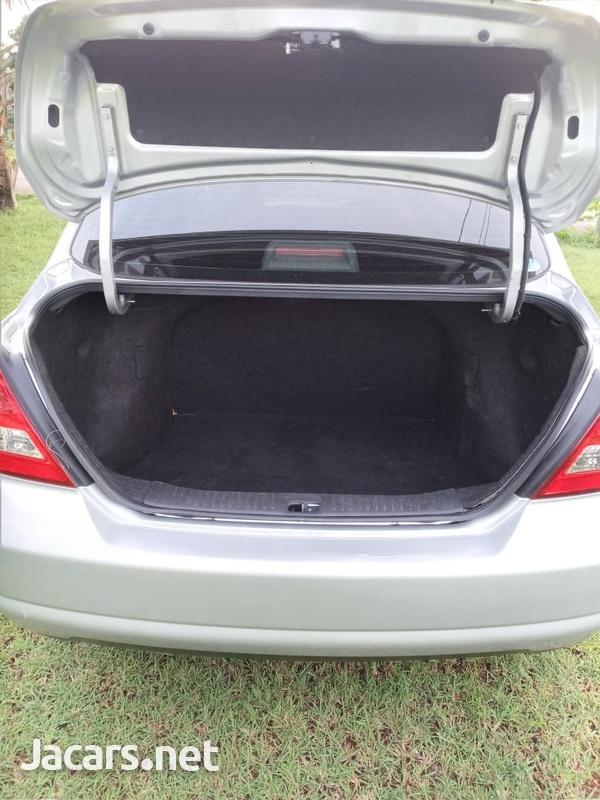 Nissan Tiida 1,5L 2012-3
