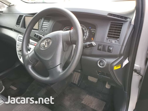 Toyota Isis 1,6L 2011-4