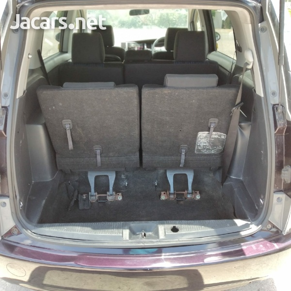 Toyota Isis 1,9L 2014-4