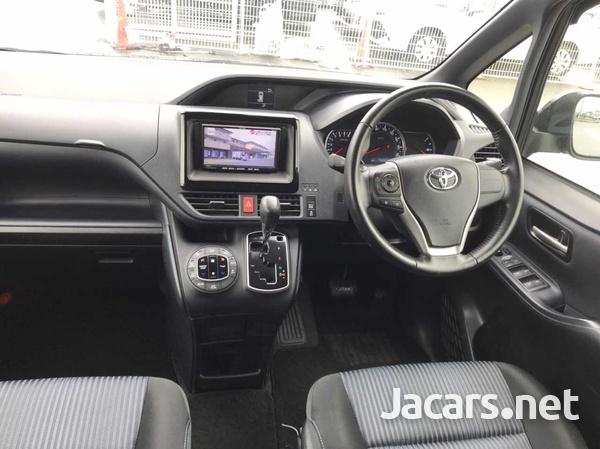 Toyota Voxy 2,0L 2017-3