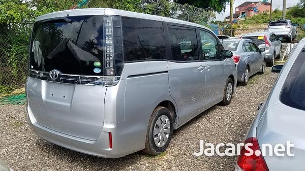 Toyota Voxy 1,8L 2014-6
