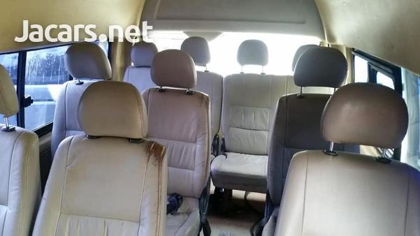 2011 Toyota Hiace Commuter-8