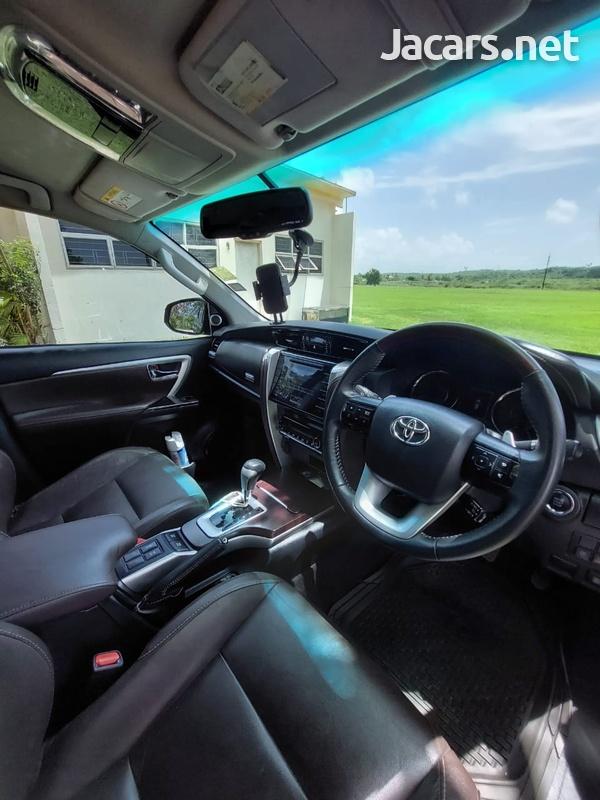 Toyota Fortuner 2,7L 2019-10