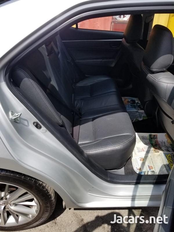 Toyota Corolla Altis 2,0L 2015-4