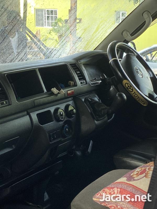 2017 Toyota Hiace Bus-7