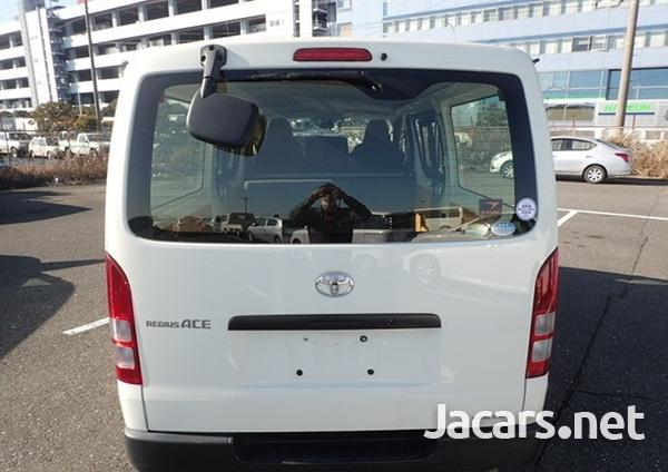 Toyota Hiace 2,0L 2015-4