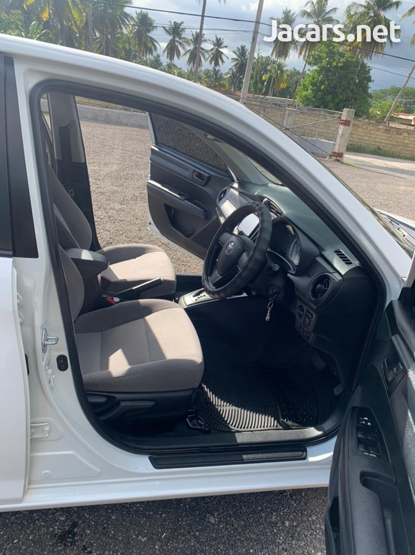 Toyota Axio 1,5L 2017-7