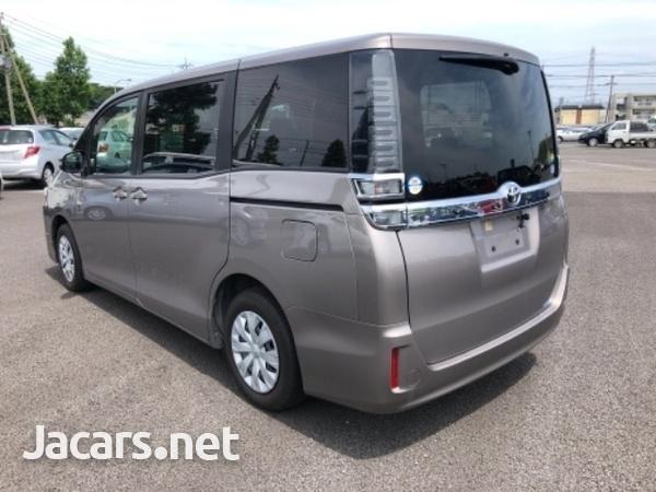 Toyota Voxy 2,1L 2018-9