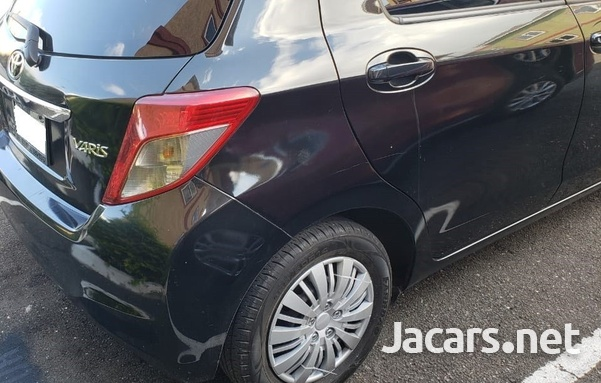 Toyota Vitz 1,0L 2012-4